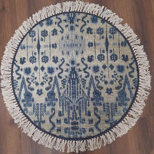 round blue carpet